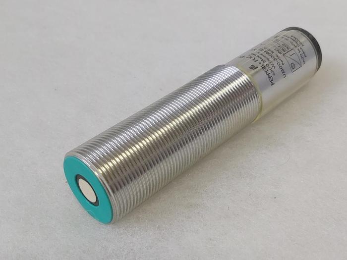 Ultraschall Näherungsschalter UJ300-30GM-E2-V1, Pepperl und Fuchs,  neu