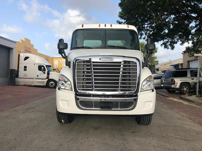 Used 2015 FREIGHTLINER Cascadia 113