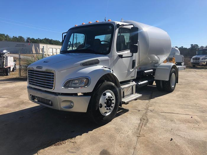 2005 FREIGHTLINER BUSINESS CLASS M2 106