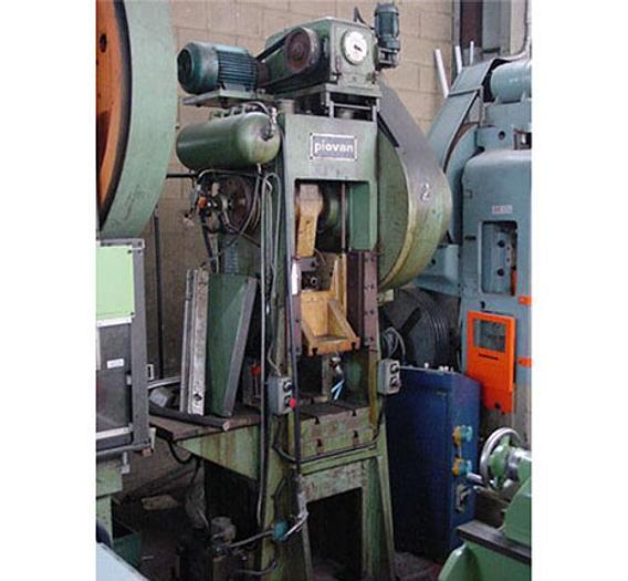 Usata Pressa meccanica a doppio montante PIOVAN P 58