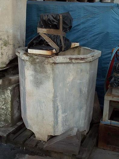 Used MIXER VICENTINI WITH HEXAGONAL CONCRETE TANK