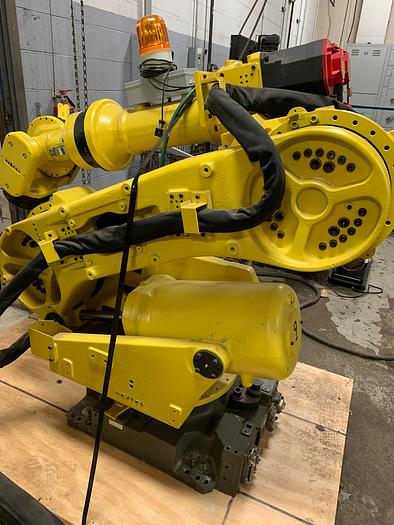 Refurbished FANUC R2000iA/200FO 200KG X 2650MM 6 AXIS CNC ROBOT W/RJ3IB CONTROLS