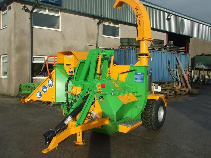 Pressure assist option for HM 300/400 series chippers