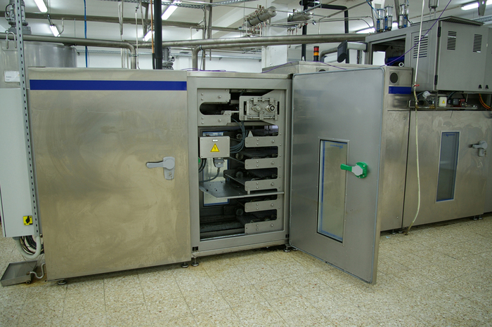 LLOVERAS CHOCOLATE MOULDING LINE (Solid and one-shot)