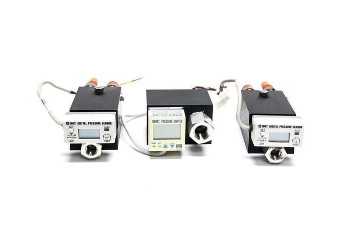 Used SMC GS40 Digital Pressure Sensors and SMC ZSE4-01-25 Pressure Switch Lot (4056)