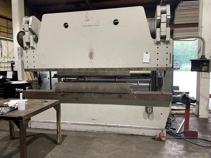 Used 1996 400 Ton Accurpress 740012 CNC Hydraulic Press Brake