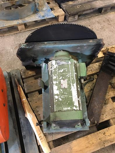 Used 6 kW, FLENDER, Electric motor with saw