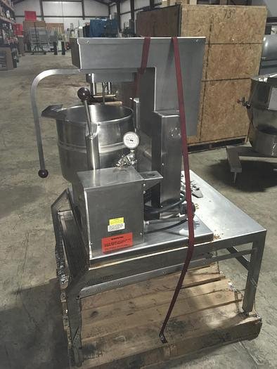 Used GROEN TDB/7-20  ELEC. TILTING STEAM KETTLE LAB MIXER TWIN AGITATION CAPABLE on STAINLESS STEEL STAND w/ PULL OUT PERFORATED POURING SHELF !
