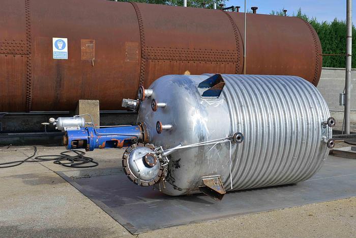 Used Reattore 6.000 lt in acciaio inox con semitubo