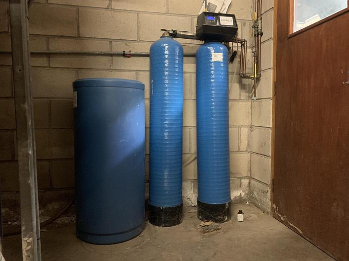 Used 2006 SXT ELECTRONIC 9500 Duplex Water Softener