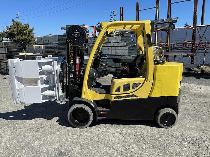 """Used 12,000 POUND HYSTER ROLL CLAMP FORKLIFT W/ 60"""" CASCADE CLAMP 2,100 HOURS"""