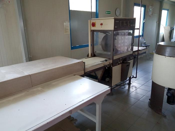 400mm wide chocolate enrobing line