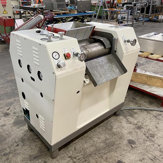 Gebraucht gebr. Labor-Dreiwalzwerk BÜHLER Type SDX-400 mit ca. 400 mm Arbeitsbreite.