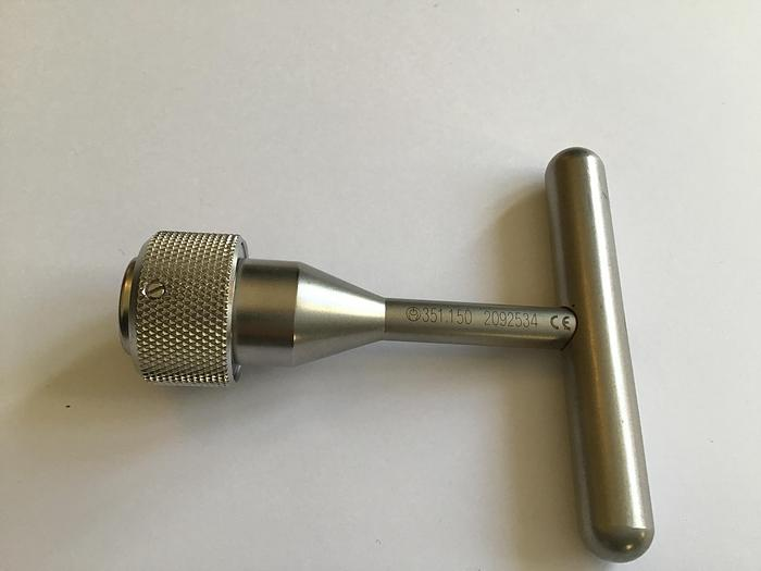 Used SYNTHES Handle T Shape with Quick Coupling for Connection to Extraction Hook 351.150