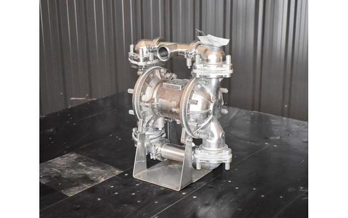 "USED SANDPIPER DIAPHRAGM PUMP, 1.5"" X 1.5"" INLET & OUTLET, STAINLESS STEEL, SANITARY"
