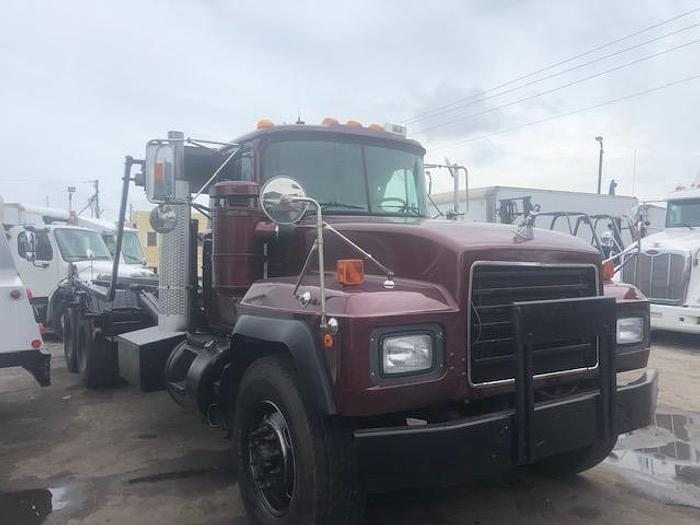 Used 2002 MACK RD 688S ROLL-OFF TRUCK