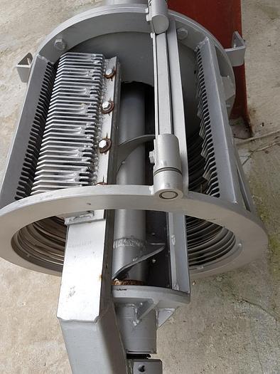 Używane Separator ślimakowy do oddzielania cieczy od gęstwy z pobieraniem gęstwy przez ażurowy kosz z obrotowym grzebieniem