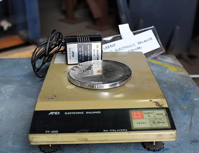 A & D ELECTRIC BALANCE SCALE