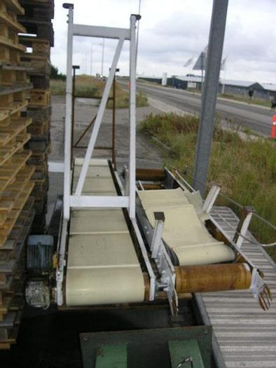 Used Belt conveyor, belt dimensions: 400 mm x 2950 mm, with adjustable legs: 1550-2000 mm .