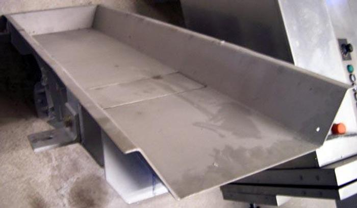 Przenośnik wibracyjny rynna do wmontowania w konstrukcję nośną