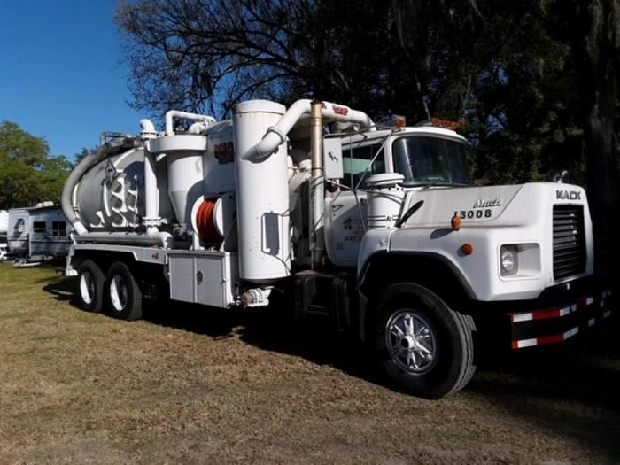 Used 1996 MACK RD688S SEPTIC TRUCK