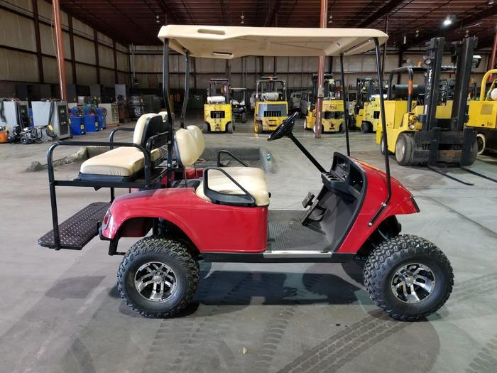 2010 EZ-GO GAS POWERED GOLF CART