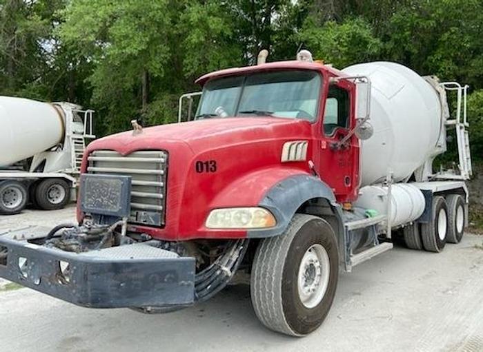 Used 2007 Mack Granite Rear Discharge Mixer Truck
