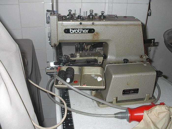 Gebraucht Knopfannähmaschine BROTHER  Kl. CB3-B916-1 2-4-loch, Ösen