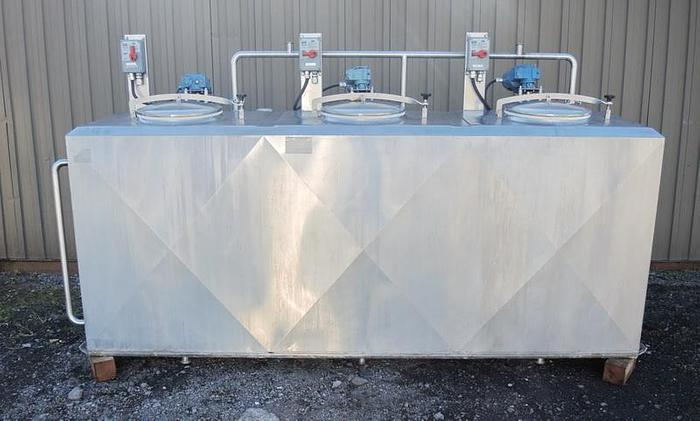 Used USED 1000 GALLON JACKETED TANK, STAINLESS STEEL, 3 COMPARTMENTS WITH MIXERS, FLAVOR TANK