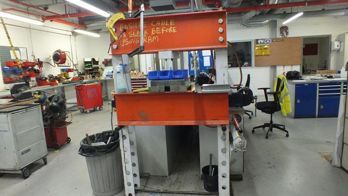 Used POWER TEAM  SPM556 55 TON HYDRAULIC PRESS