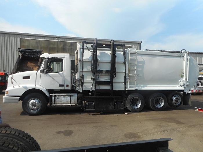 Used 2004 Volvo VHD-64-T- Stock #: 5062