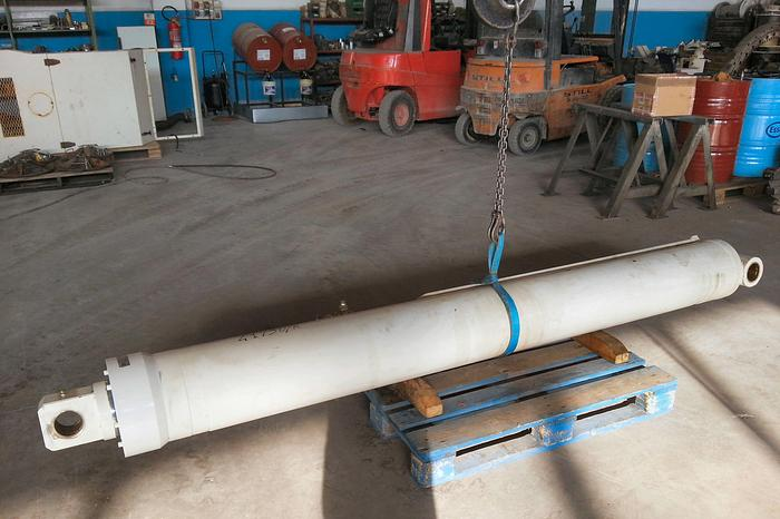 Terex RC35/RC40 Lifting Cylinder