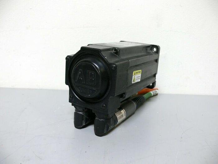 Used Allen Bradley MPL-B320P-MK74AA Kinetix Brushless AC Servo Motor 460V 5000 Rpm