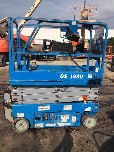 Used 2014 GENIE GS-1930 2WD DC Scissor Lift