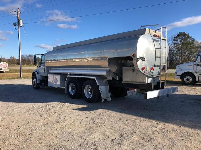 2009 INTERNATIONAL 4400 FUEL TRUCK