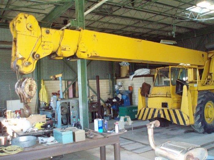 28 Ton P&H / Harnisfeger Series 100 Hydraulic Rough Terrain Crane; 4 Wheel