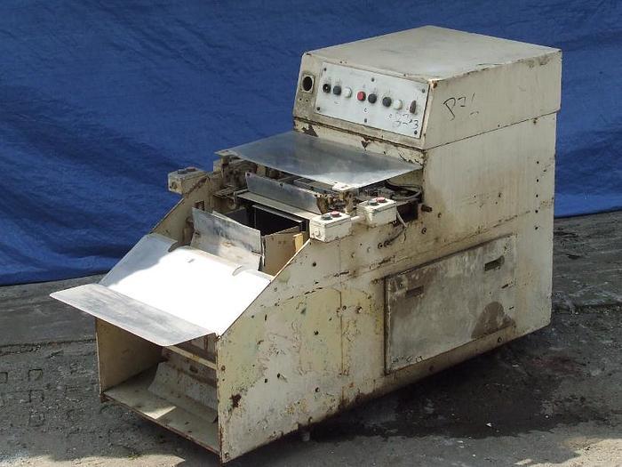 Używane Maszyna do mechanicznego układania kostek w kartony zbiorcze