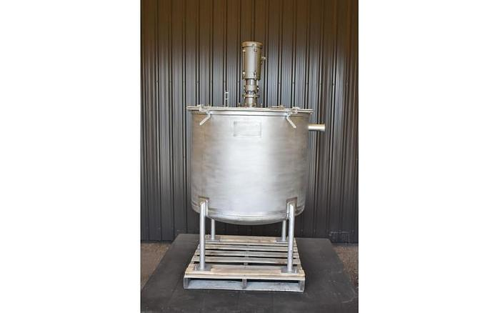 USED 210 GALLON MIXING STAINLESS STEEL TANK