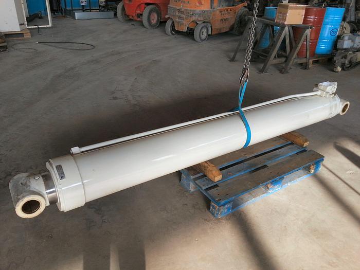 Terex A450 Lifting Cylinder
