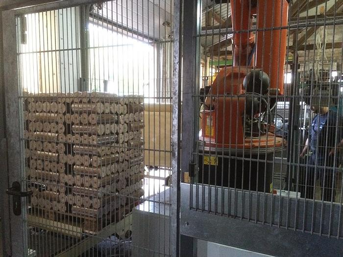 Palletizer for wood briquettes