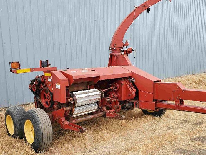 Used New Holland FP240 Harvester w/ 2 Heads + Silage Wagon