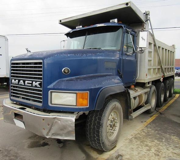 Used 2001 MACK CL700