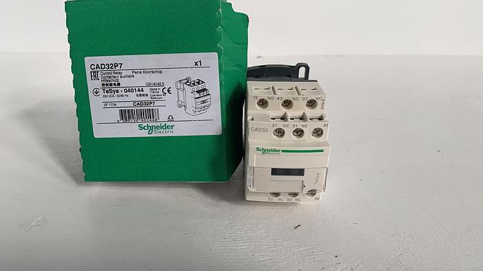 Schneider CAD32P7