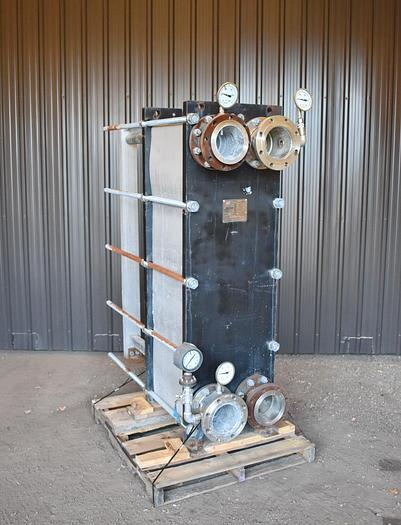 Used USED API STAINLESS STEEL PLATE HEAT EXCHANGER, STAINLESS STEEL, 1081 SQ.FT.