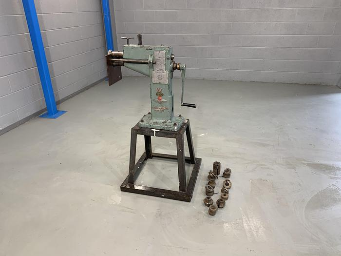 Used EDWARDS 1.25 mm hand operated Swage
