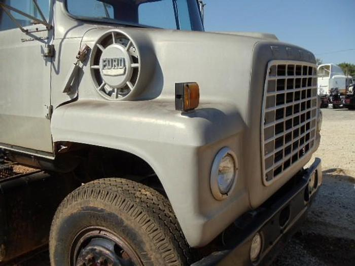 1975 FORD 9000
