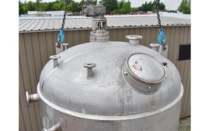 USED 2500 GALLON TANK (VESSEL), STAINLESS STEEL, INSULATED, WITH 5 HP MIXER