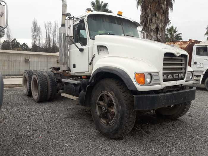 2004 MACK CV713