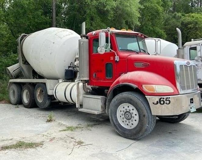 Used 2006 Peterbilt 4-Axle Concrete Mixer Truck