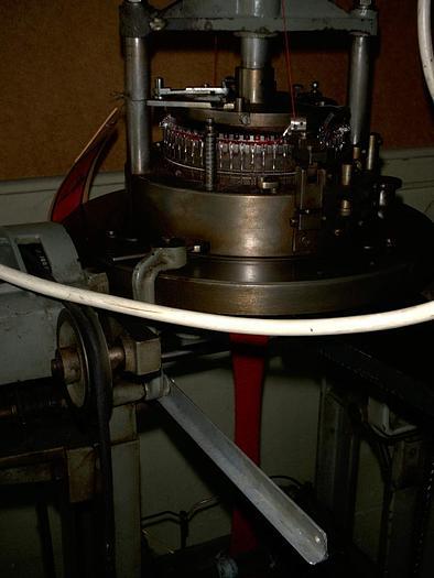 "Gebraucht LUCAS  Mützenstrickmaschine E04/06,25""/2"